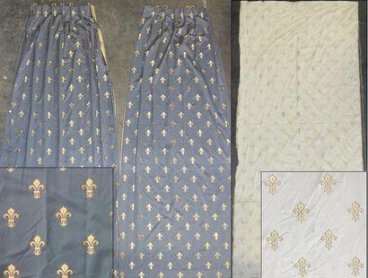 Lot comprenant:  - Trois rideaux simples...