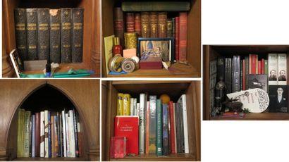 Lot d'environ 70 volumes comprenant :  - Larousse du Siècle  - volumes reliés 19e...
