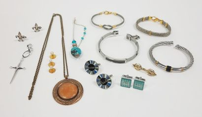 Lot de bijoux fantaisie : boutons de manchette...