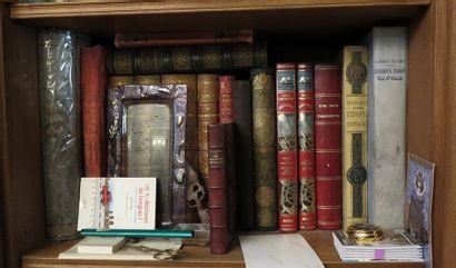 Environ 15 volumes, 19e et 20e siècle dont L'armée en France et à l'étranger, La...