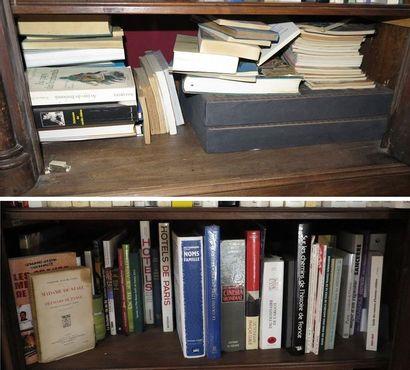 Environ 80 volumes dont :  - volumes brochés modernes (Dictionnaire littéraire,...