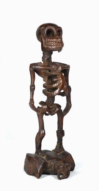 Figure totémique présentant un Cipati posé...