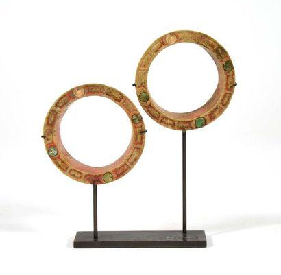 Paire de tambas circulaires incrustrées de...