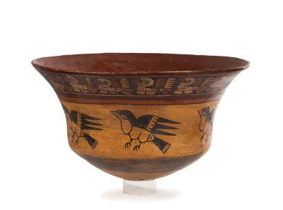 Grand vase cultuel présentant deux bandeaux,...