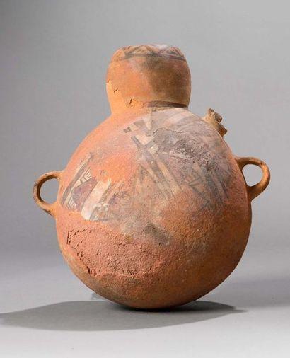 Urne représentant un félin.  Terre cuite...