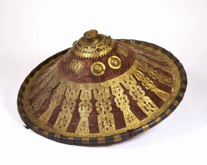 Bouclier de cérémonie en cuivre feutrine...