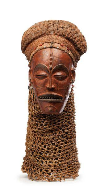 Masque de danse « Pwo », il présente un visage...
