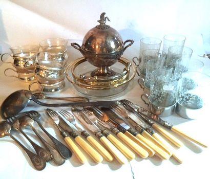 Lot en métal argenté comprenant un sucrier...