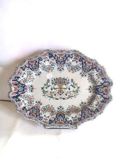 Plat en céramique de Rouen