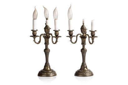 Paire de candélabres en bronze désargenté...