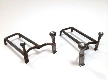 Paire de chenets en bronze argenté et fer