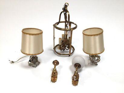 Lot comprenant :  -Lanterne en bronze doré (H. 45 cm - manque les verres)  -Deux...