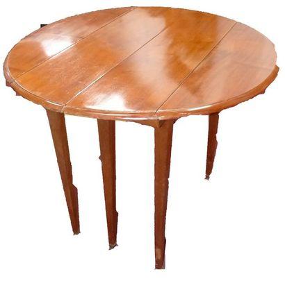 Table de salle à manger de forme ovale à...