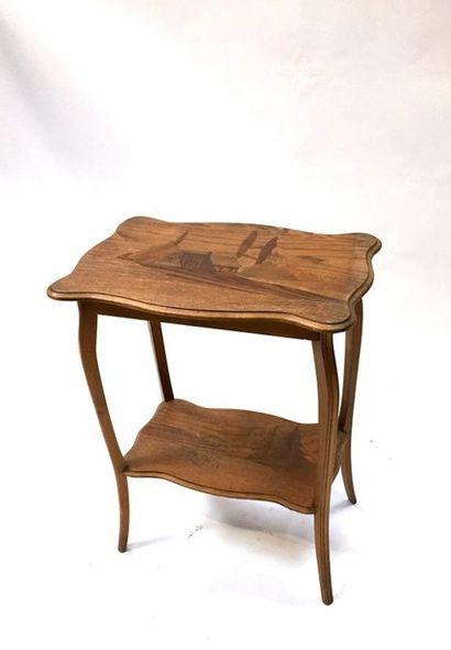 Petite table d'appoint en bois naturel, le...