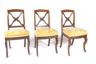 Suite de six chaises en acajou, le dossier...