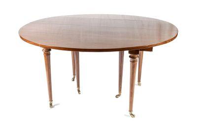 Table de salle à manger en acajou à plateau...