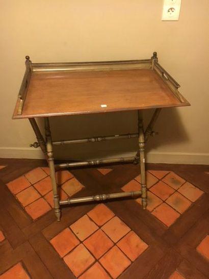 Table d'appoint pliante en bois naturel laqué gris avec plateau amovible, le piétement...