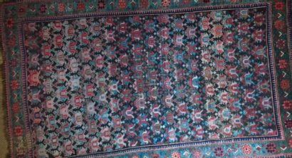 Tapisserie à six panneaux de branchages fleuris  185 x 134 cm    On joint un tapis...