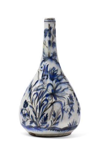 Bouteille Qajar en céramique à décor floral...