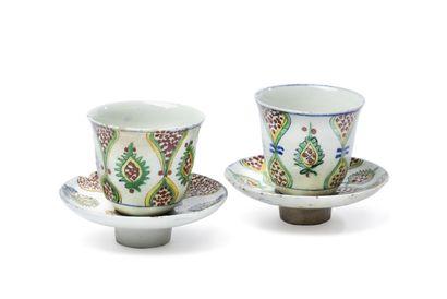 Paire de tasses et de soucoupes de Kütahya,...