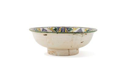 """Rare """"Ghotar"""" vers 1830 en céramique à décor polychrome, à décor composé d'une fleurette..."""