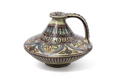 DE VERCLOS (1886-1950) Pichet à large panse aplatie et anse nervurée, en céramique...