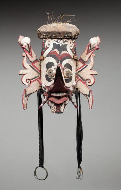 Masque de danse Hudoq, il présente un visage...