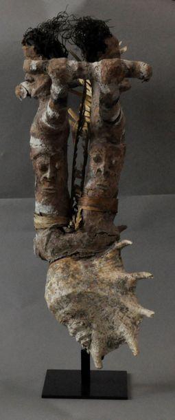 Figure cultuelle utilisée au cours des cérémonies de passage de grade ; elle présente...