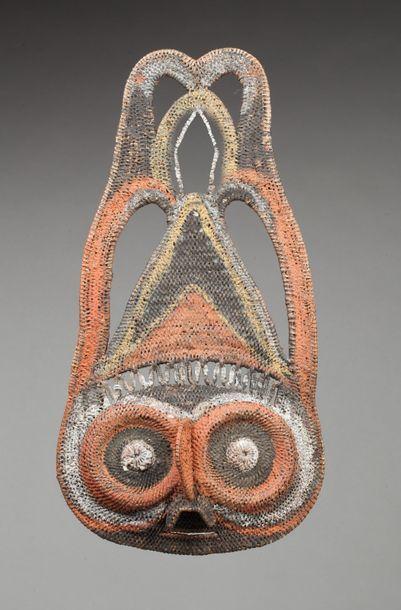 Masque à igname présentant une tête d'animal...