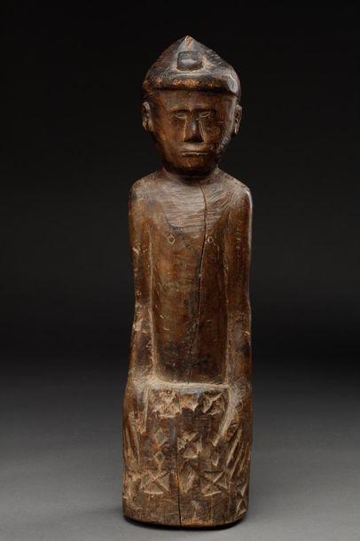Statue anthropomorphe présentant le buste...
