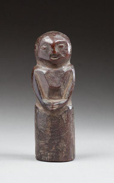 Statuette votive présentant un buste .  Bois...