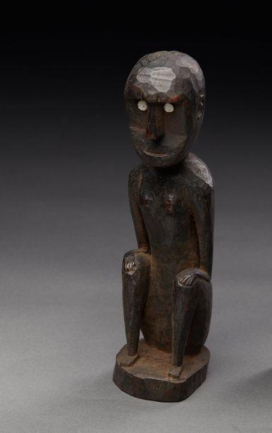 Statuette présentant un personnage assis...
