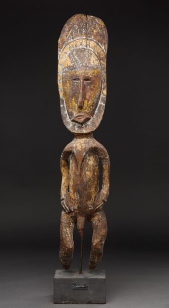 Figure ancestrale sculptée d'un personnage...