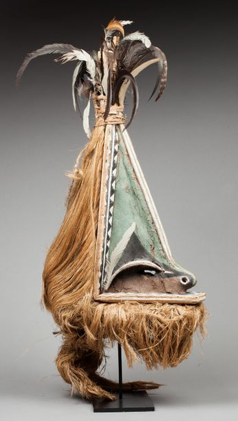 Masque de cérémonie « Rom » présentant un...