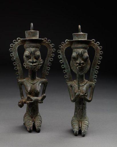 Ensemble de deux statuettes présentant le...