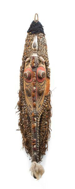 Masque de case tête ancestrale avec animaux...