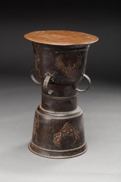 Tambour de pluie  Bronze ou laiton avec marque d'usage.  Indonésie ou Asie du sud...