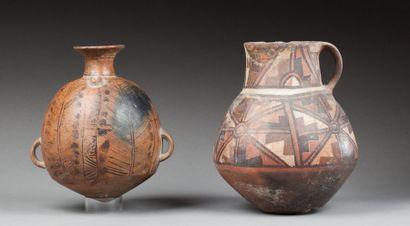 Vase à une anse, agrémenté de symboles étoilés...