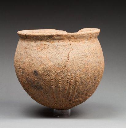 Vase cultuel présentant un décor réalisé...