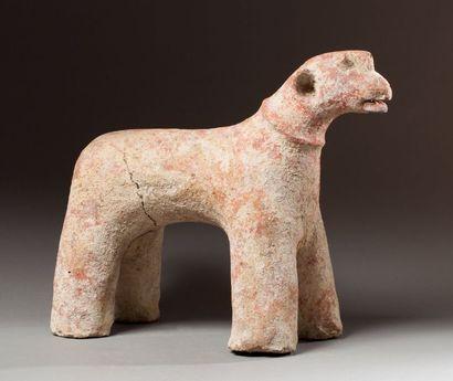 Statue zoomorphe présentant un cheval campé...