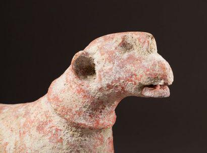 Statue zoomorphe présentant un cheval campé sur des jambes puissantes aux belles...