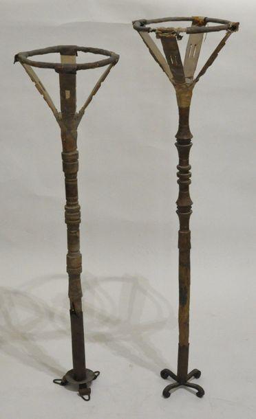 Ensemble de deux porte-calebasses en bois,...