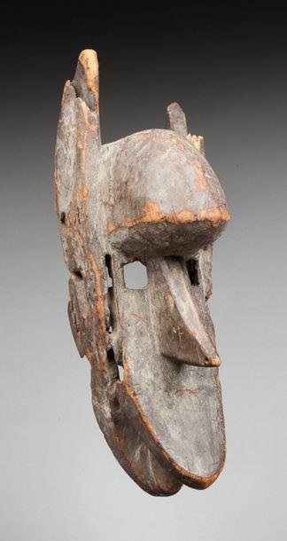Masque de danse initiatique du Koré. Il présente...