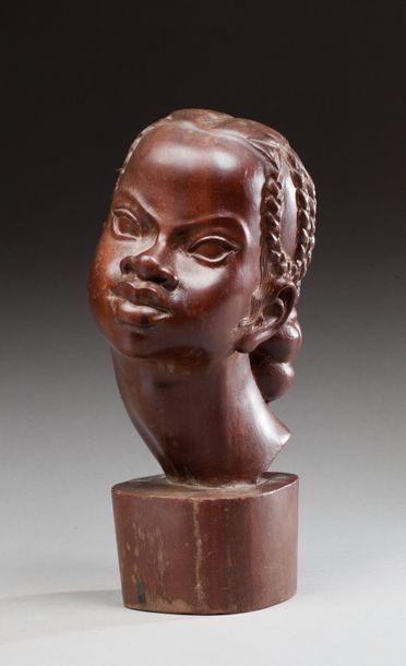 Tête de jeune femme malgache sculptée  Bois...