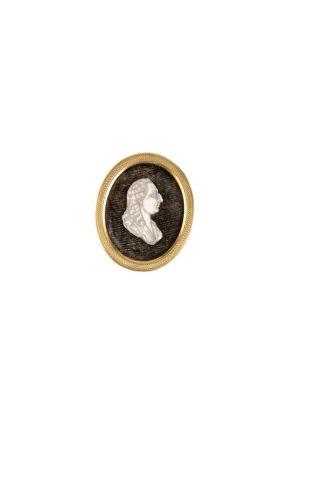 Louis XVI. Profil en os sculpté représentant...