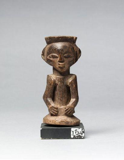 Fétiche anthropomorphe présentant un buste...