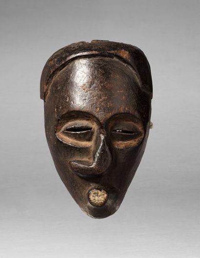 Masque de danse présentant une déformation...