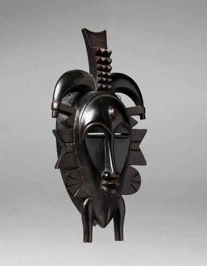 Masque de corporation Kpelié évoquant plusieurs...