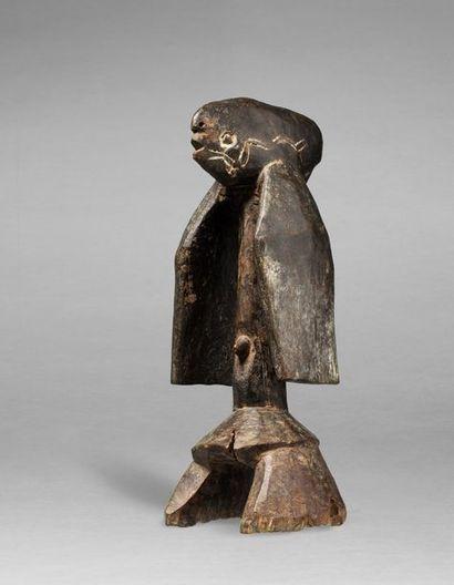 Statuette anthropomorphe aux formes évoquant...