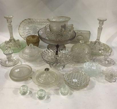 Lot de verres et cristal moulé comprenant...